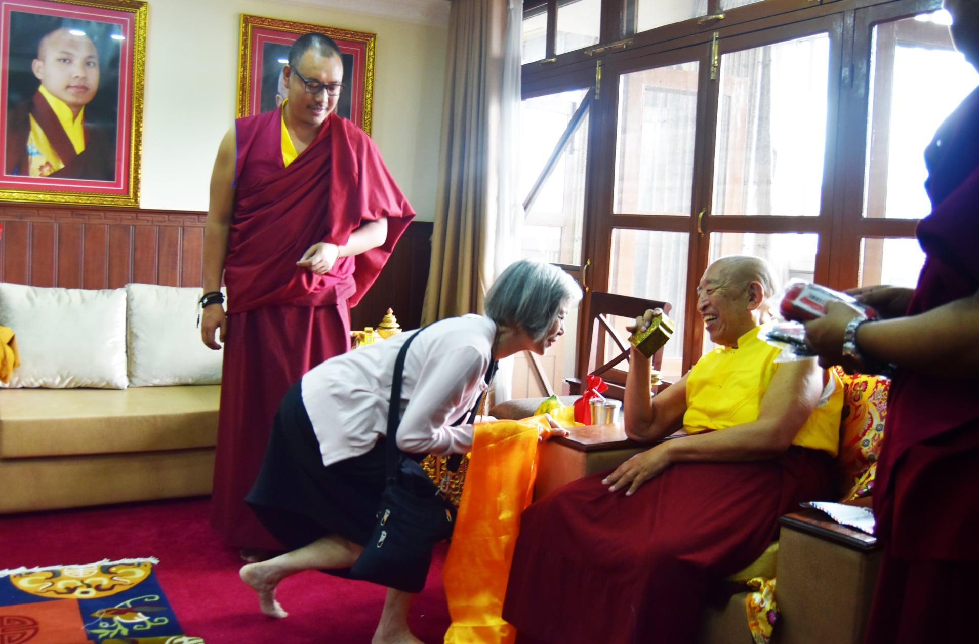 Thrangu Rinpoche blesses SMD School kids